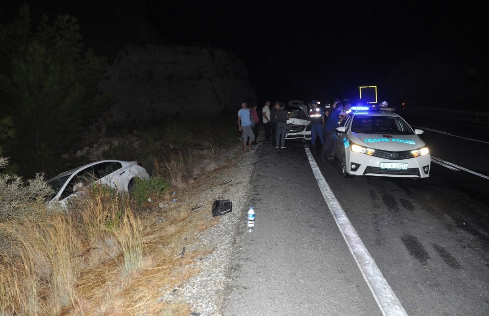 Antalya'da aynı yerde iki ayrı trafik kazası: 5 yaralı