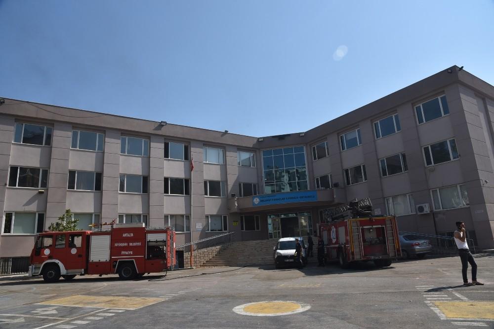 Antalya'da bir okuldaki yangın korkuttu