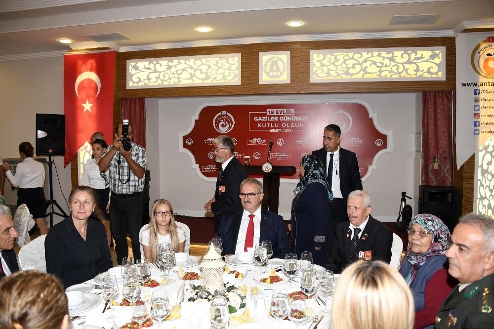 Antalya'da Gaziler onuruna yemek