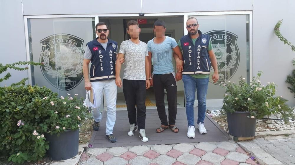 Antalya'da iş yerinden hırsızlık yapan 2 kişi gözaltına alındı