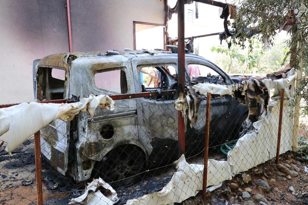 Antalya'da korkutan ev ve araba yangını