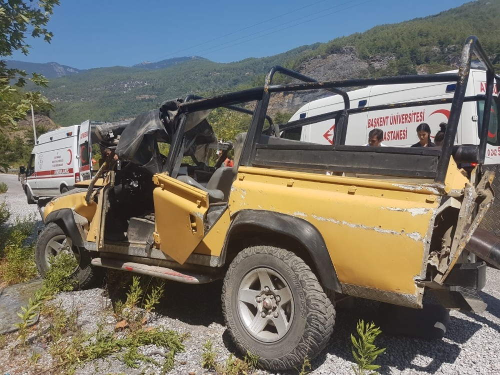 Antalya'da turistleri taşıyan safari cipi kaza yaptı: 1 ölü, 5 yaralı