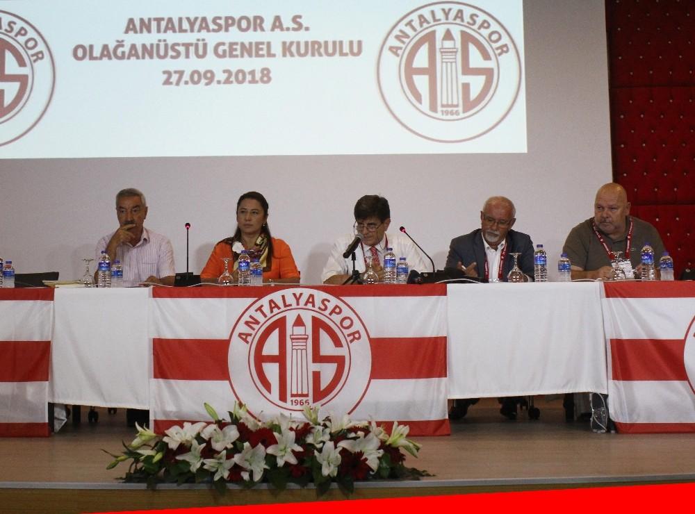 Antalyaspor A.Ş. Olağanüstü Genel Kurulunda Öztürk, başkanlığa seçildi