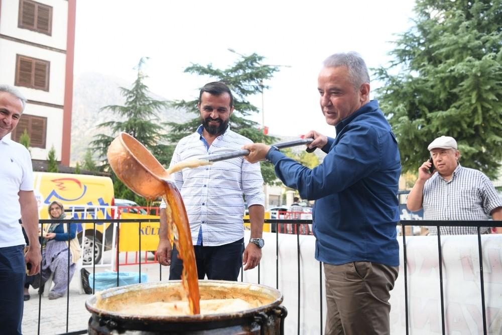 Başkan Böcek, Elmalı'da Pekmez Şenliğine katıldı