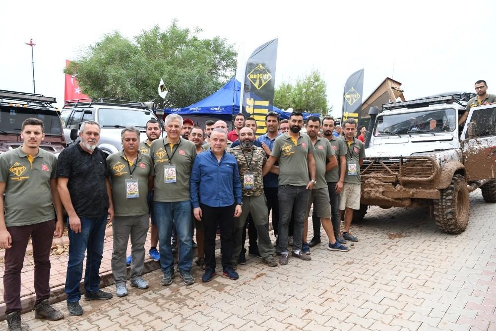 Başkan Böcek, Hobi Fest'te off-road yaptı..
