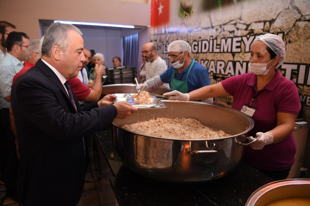Başkan Böcek, oruç açma lokması ikram etti