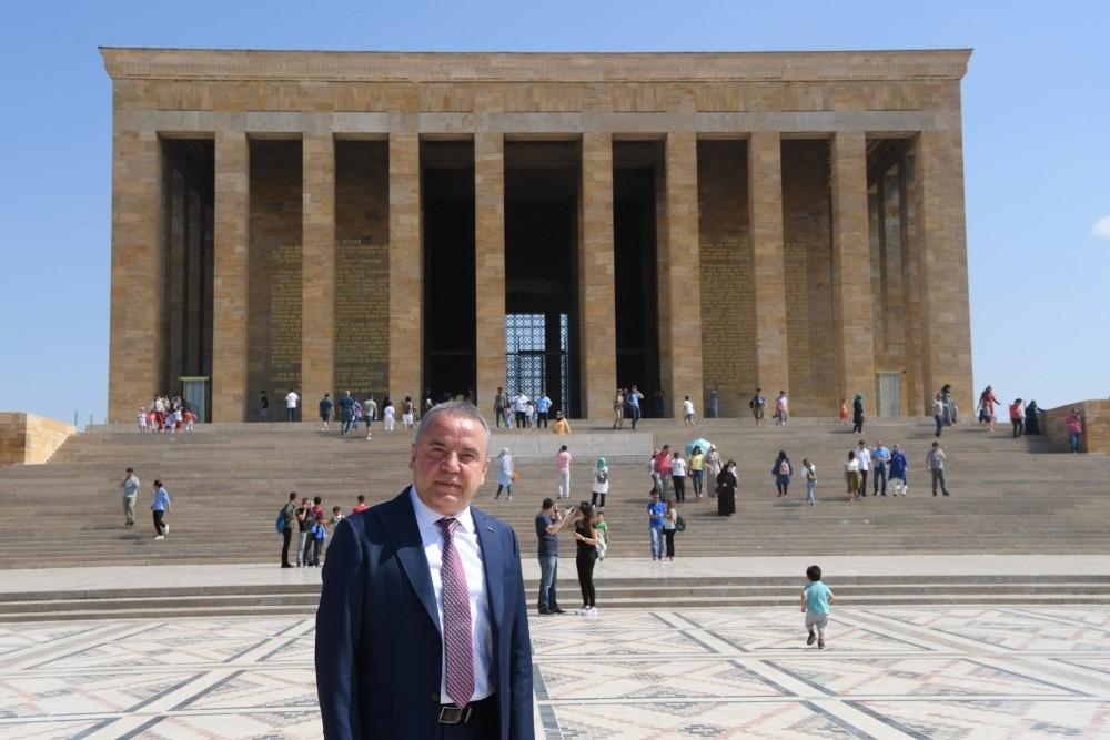 Başkan Böcek'ten Anıtkabir'de