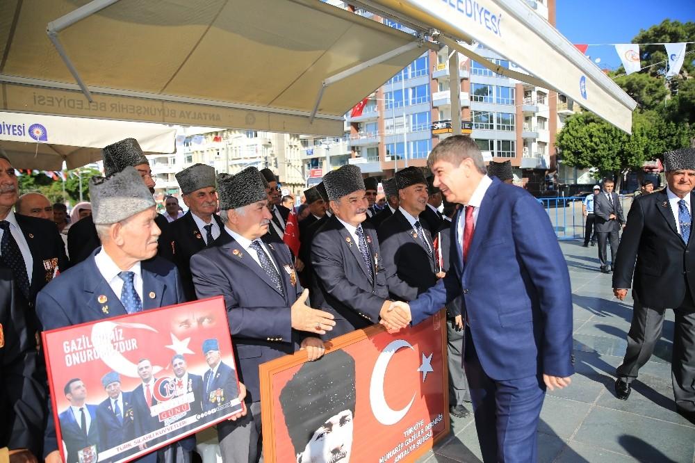 """Başkan Türel: """"Gazilerimize şükran borçluyuz"""""""