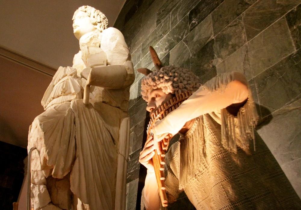 Bir anda canlanan heykeller çocukları heyecanlanırdı
