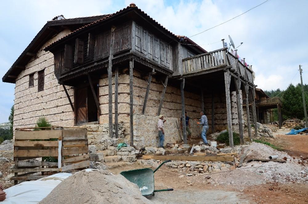 'Düğmeli evler' yeniden ayağa kaldırılıyor