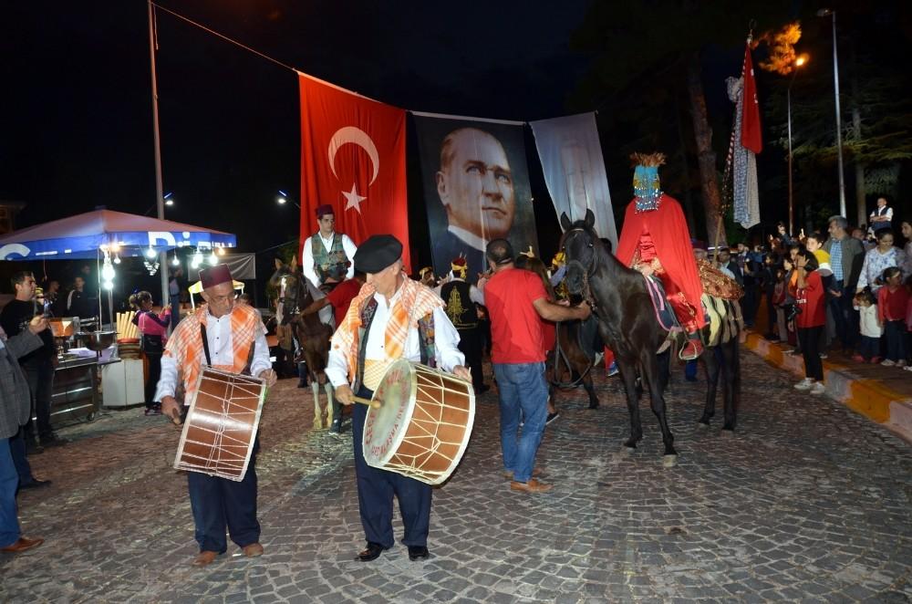 Festivalde 600 yıllık gelin alma geleneği canlandırıldı