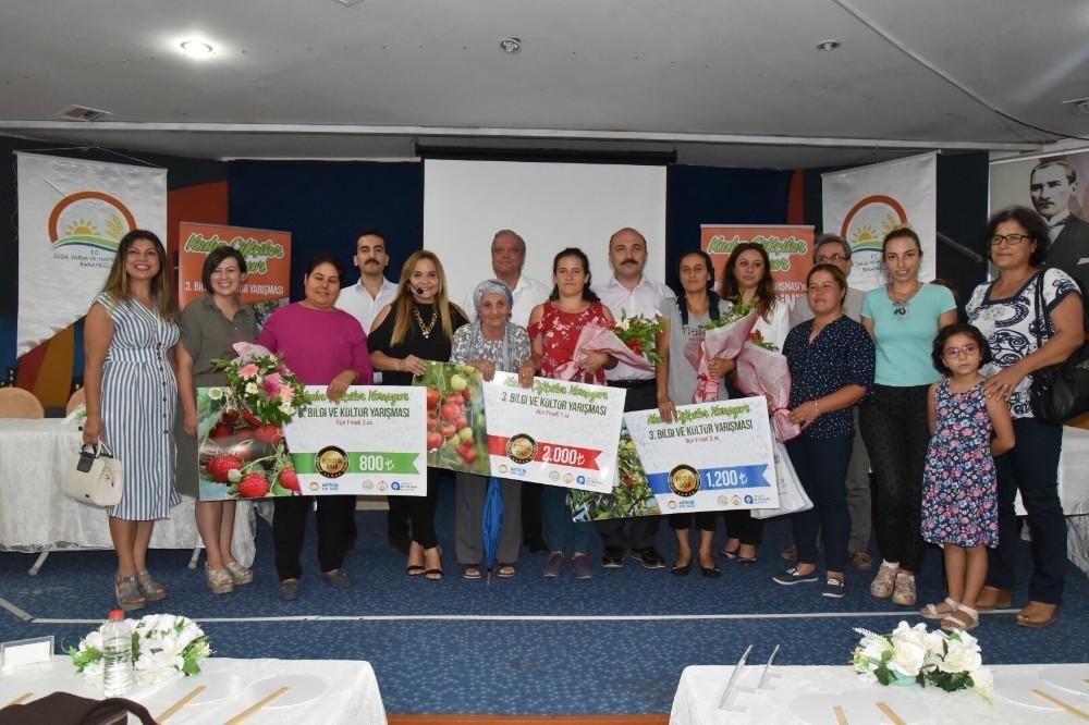 Kadın Çiftçiler yarışmasının Kemer birincisi, Tuğba Kavuz oldu