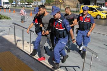 Kendilerini polis olarak tanıtıp 59 bin lira dolandıran şüpheliler tutuklandı