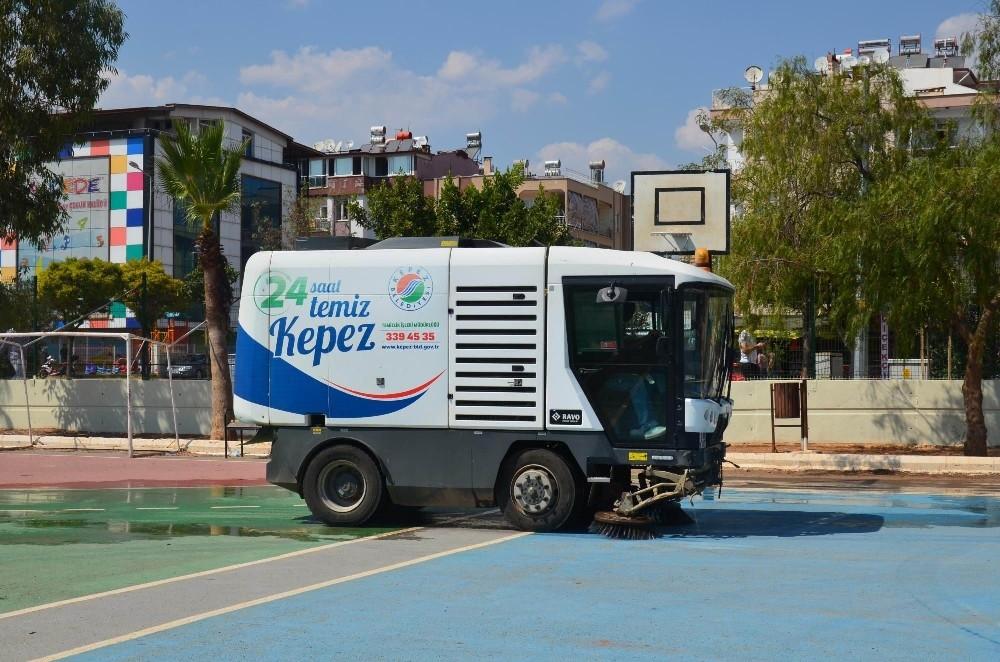Kepez Belediyesi'nden okul bahçelerine temizlik