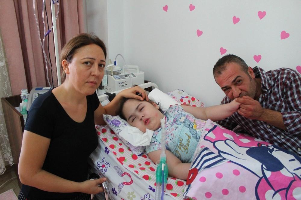 Kızlarının ölümünü beklerken okul kaydı gelen aileden gözyaşartan davranış