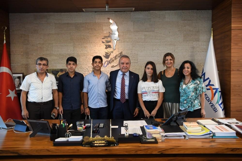 Konyaaltı Belediyesi Etüt Merkezi'nden ilk 10 bine 2 bin öğrenci