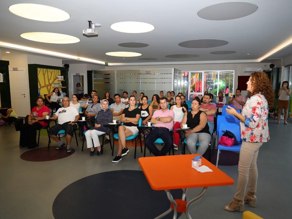 Manavgat Belediyesi'nden velilere, ilkokula hazırlık semineri