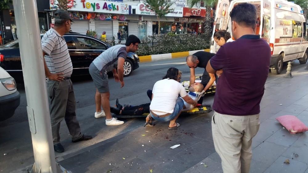 Manavgat'ta motosiklet kamyonete çarptı: 1 yaralı