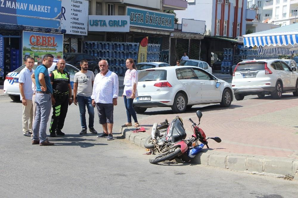 Motosiklet ile otomobile çarpıştı: 2 yaralı