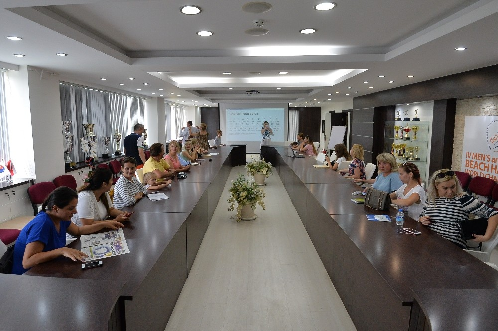 Muratpaşa Belediyesi'nden yerleşik yabancılara Türkçe kursu