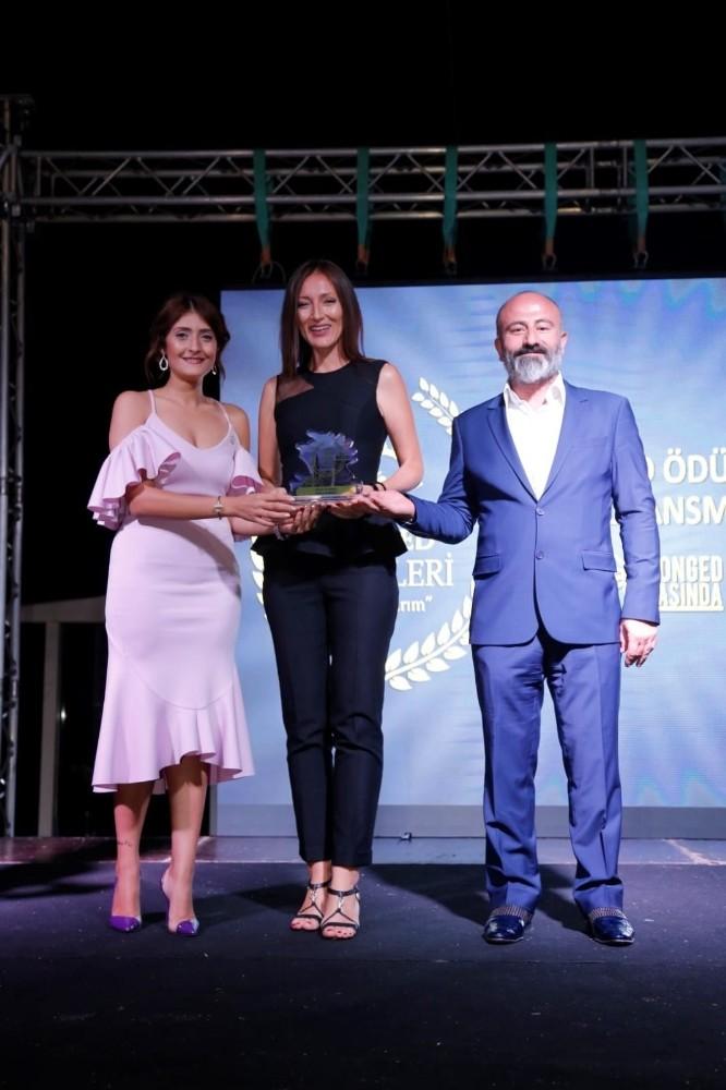 Prof. Dr. Burcu Demirel'e Yılın Kadını ödülü