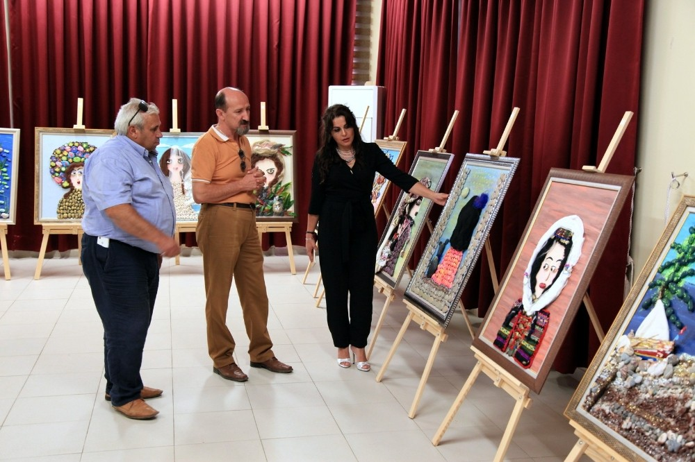 Sanatçı Çavuşoğlu, İbradı'da ebru ve taş süsleme sergisi açtı