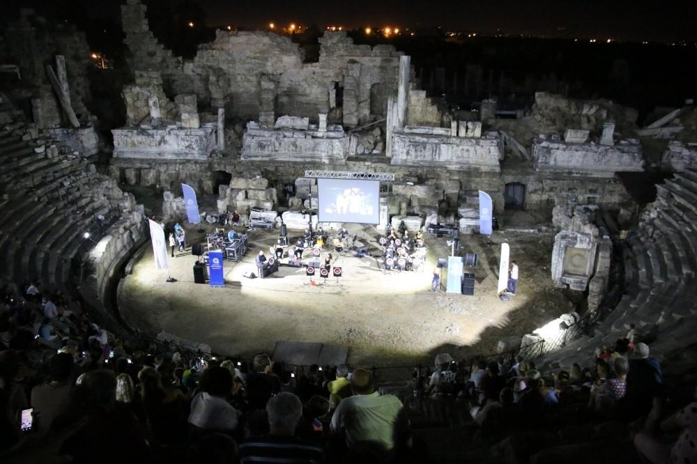 Side Antik Tiyatro'sunda, film müzikleri yankılandı