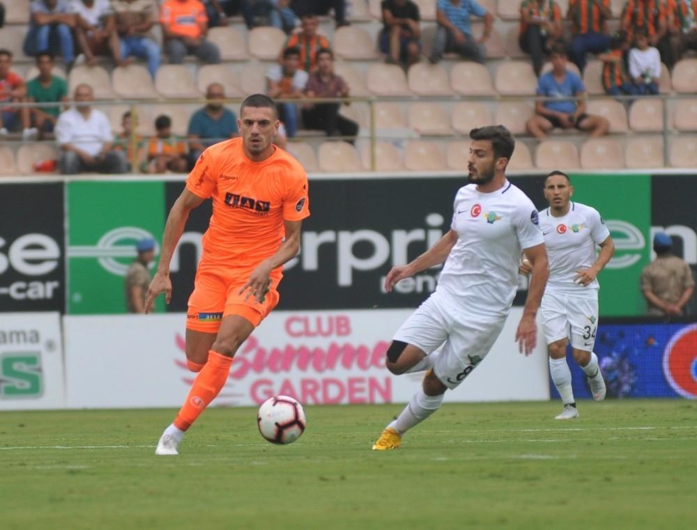 Spor Toto Süper Lig: Aytemiz Alanyaspor: 1 – Akhisarspor: 0 (İlk yarı)