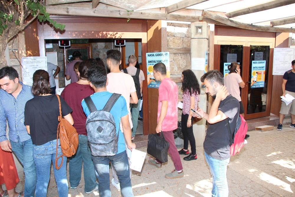 Üniversiteye geçici 'Antalya Kart' merkezi açıldı