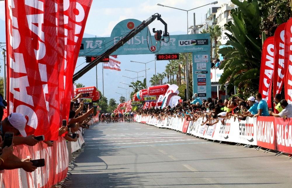54. Cumhurbaşkanlığı Türkiye Bisiklet Turu'nun Alanya-Antalya etap birincisi Sam Bennett oldu