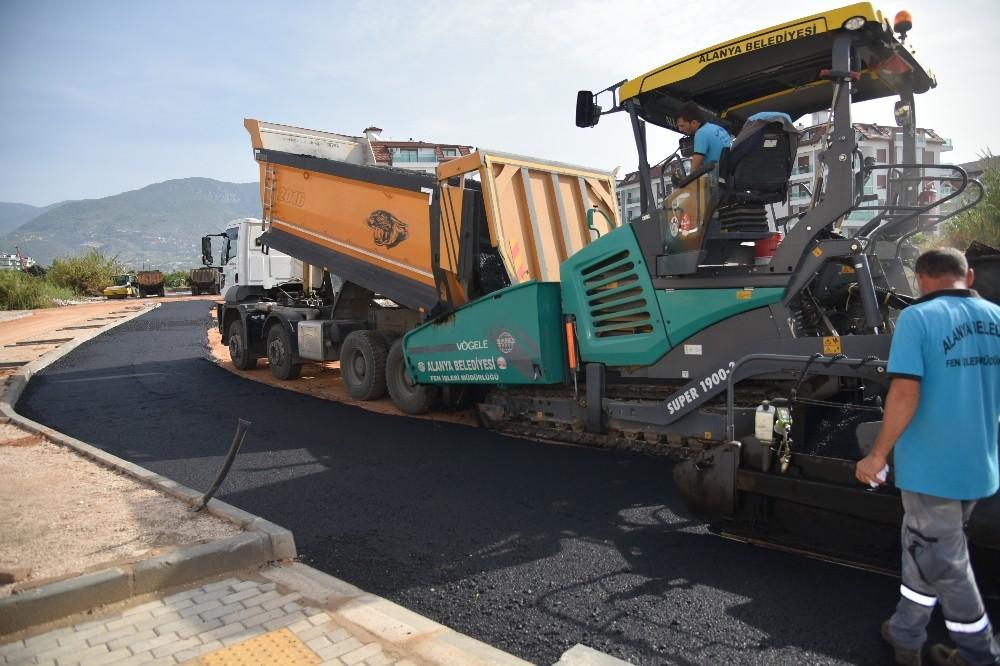 Alanya'da sıcak asfaltlama çalışması