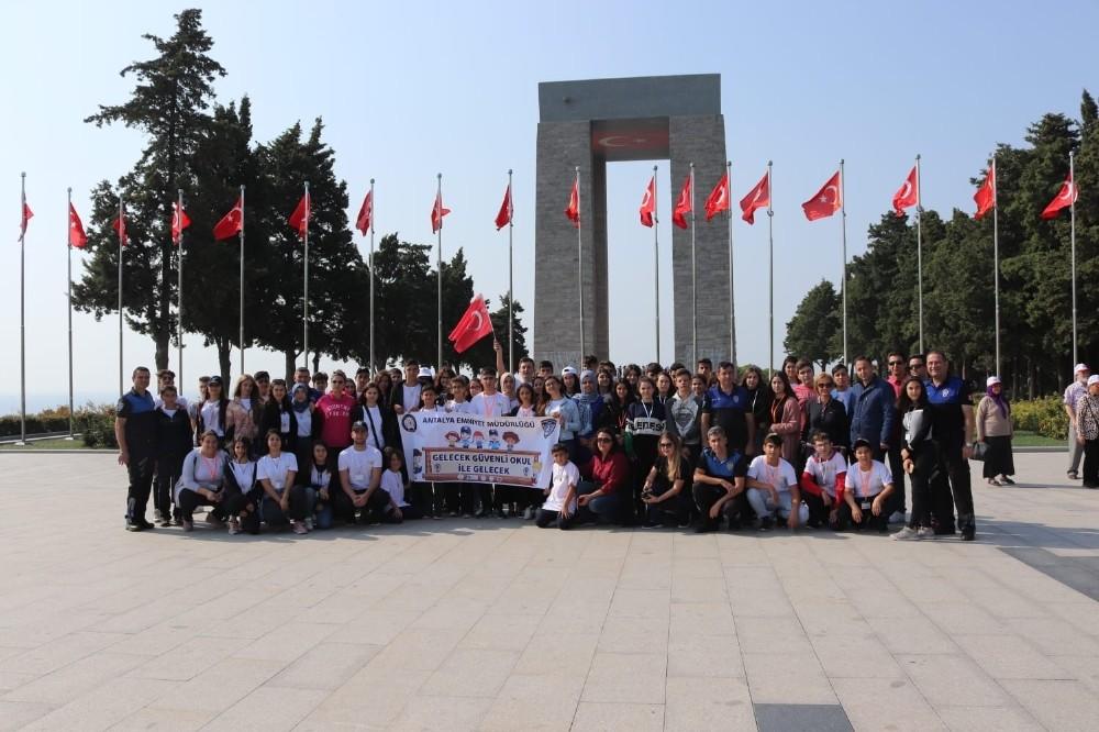 Antalya polisinden lise öğrencilerine Çanakkale gezisi