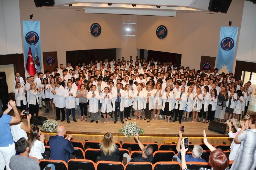 Antalya'da 265 hekim adayı 'Beyaz Önlük' giydi