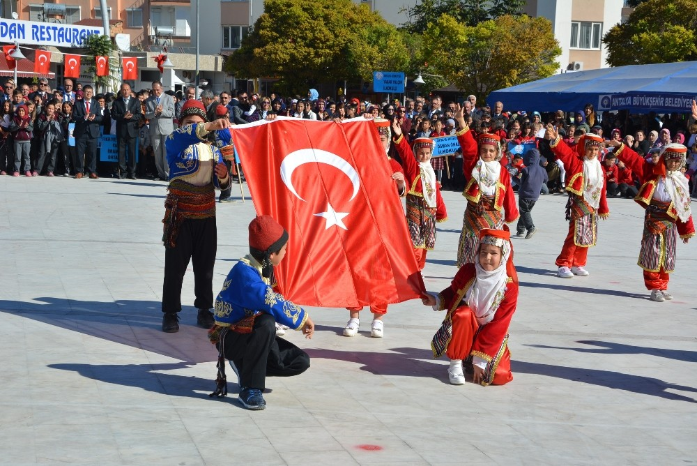 Antalya'da 29 Ekim Cumhuriyet Bayramı coşkusu