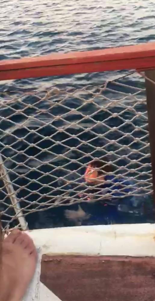 Antalya'da alkol alıp denize giren genci balıkçılar kurtardı