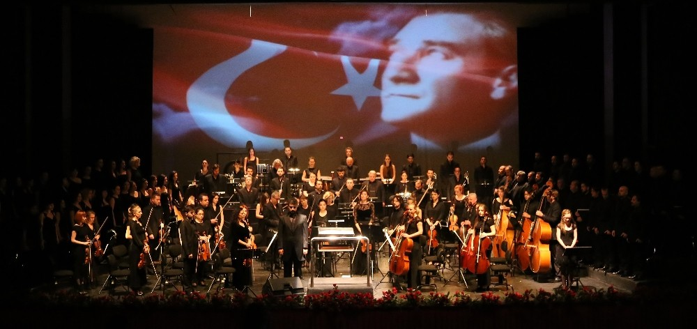 Antalya'da Cumhuriyet konseri