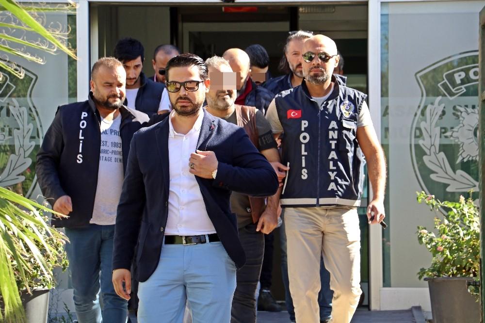 Antalya'da meyhane basıp darp ederek zorla senet imzalattırıldığı iddiası