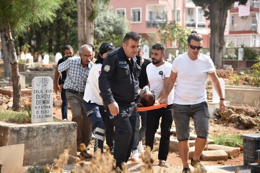 Antalya'da mezarlıkta intihar girişimi