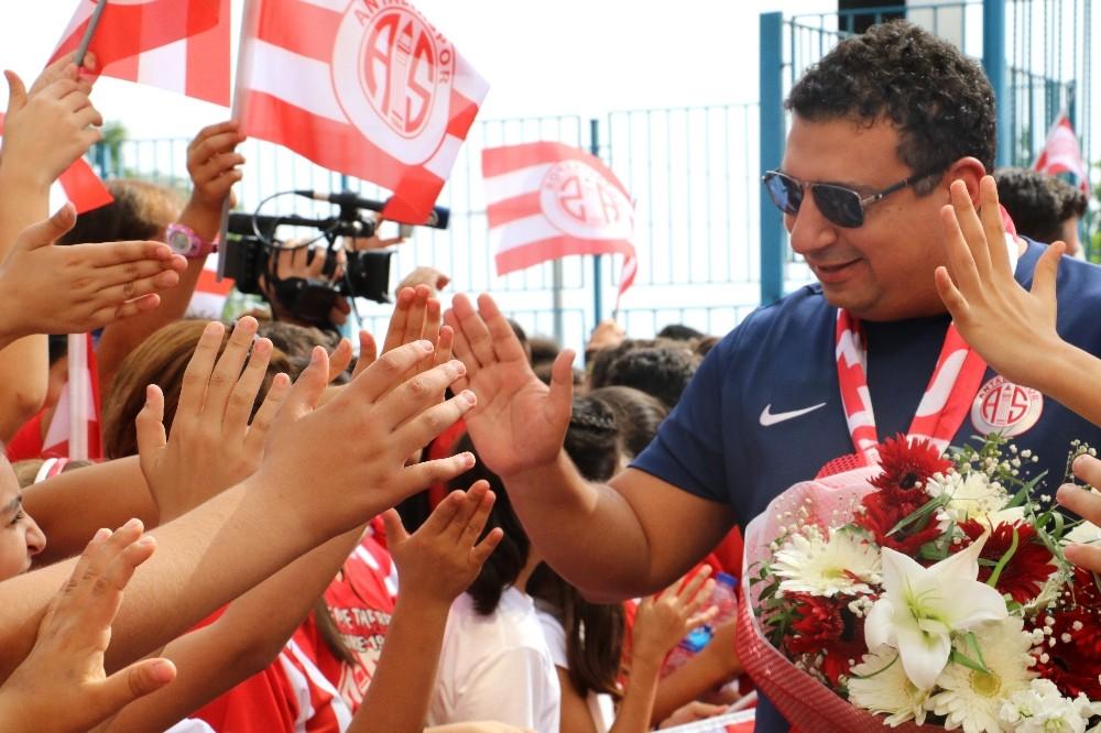 Antalyaspor, öğrencilerle buluştu