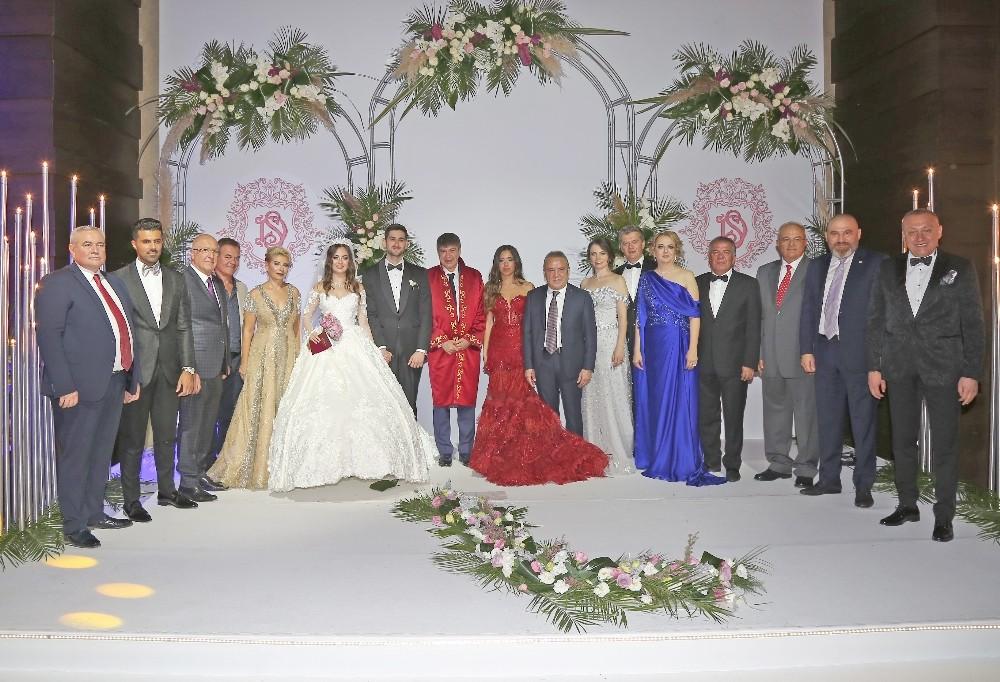 Antalya'yı buluşturan düğün