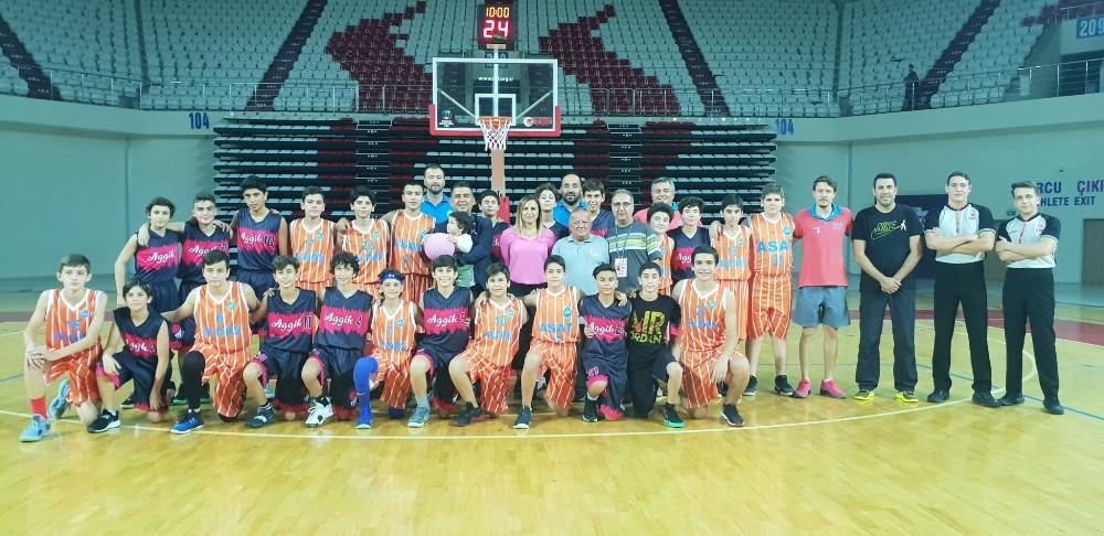 ASAT'lı basketbolcular sahaya pembe top ile çıktı