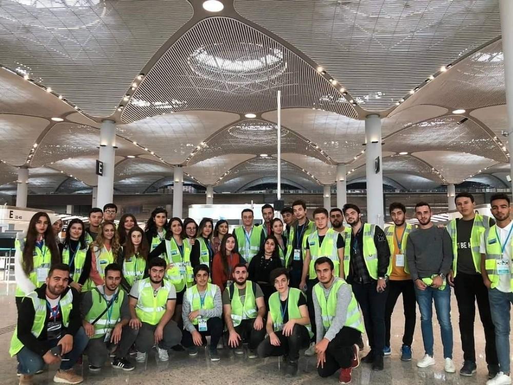 AÜ öğrencilerinden yeni havalimanına tam not