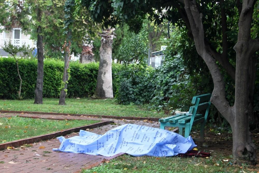 Çocuk parkında şüpheli ölüm