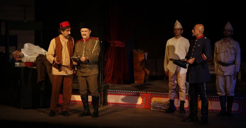 """Döşemealtı Halk Tiyatrosu; """"Bu da Geçer Ya Hu"""" ile sezon açtı"""