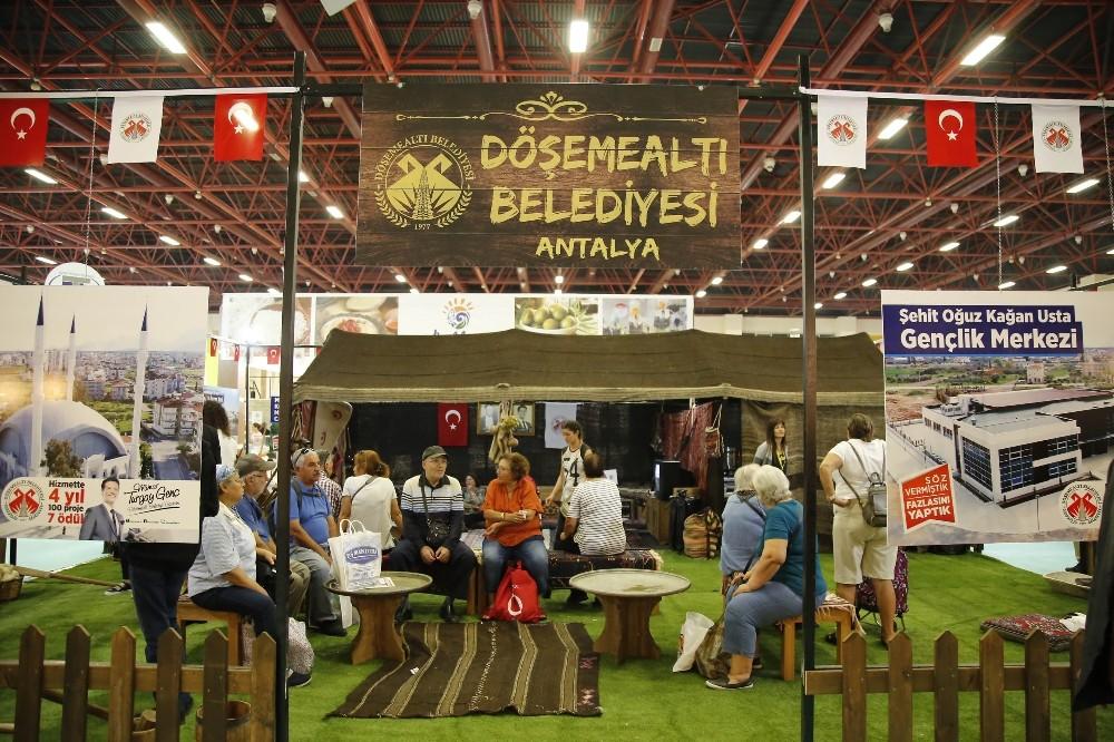 Döşemealtı'nın kıl çadırı standında renkli görüntüler