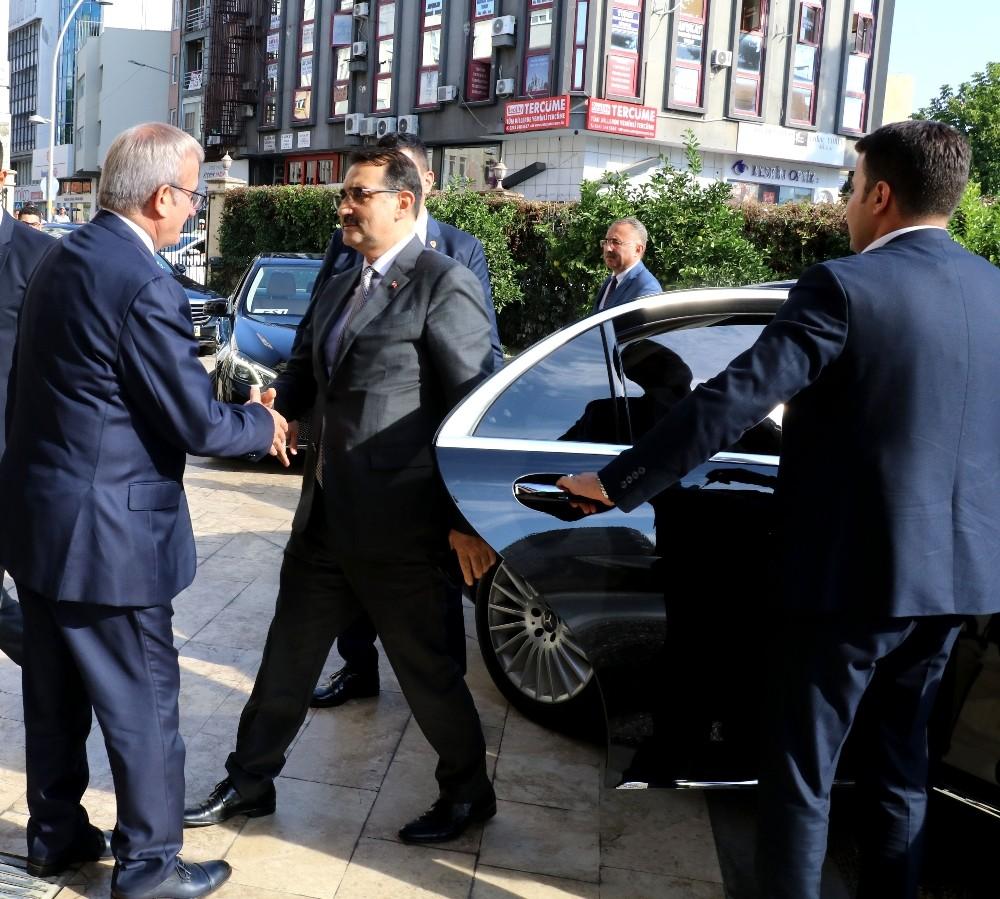 """Enerji Bakanı Dönmez: """"Önümüzde bol güneşli günler var"""""""