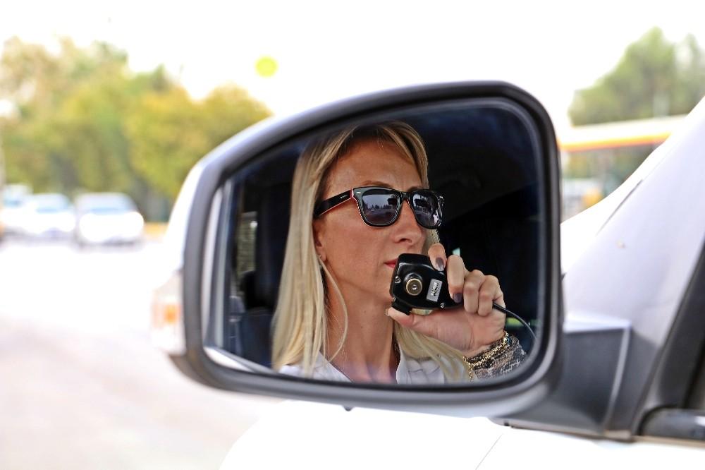 Hız sınırını aşan sürücülere ceza, ojeli parmaklardan
