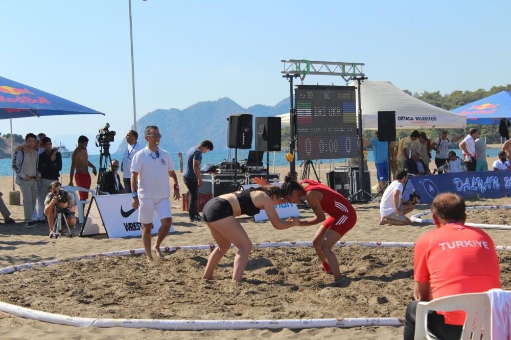 Kepez Plaj Güreşinde Türkiye'yi temsil edecek