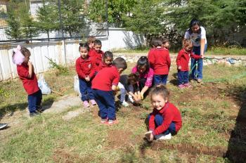 Küçük bahçıvanlar iş başında