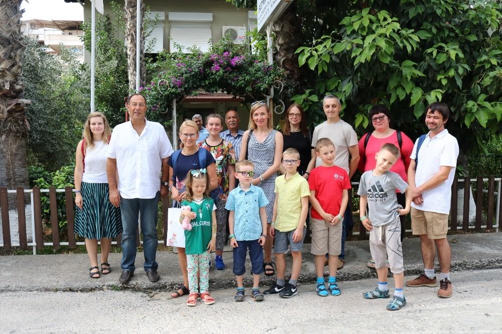 Litvanyalı lösemili çocuklar Alanya'da terapi görüyor